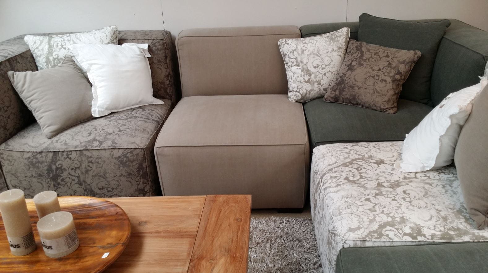 L - Type upholstered sofa unit.