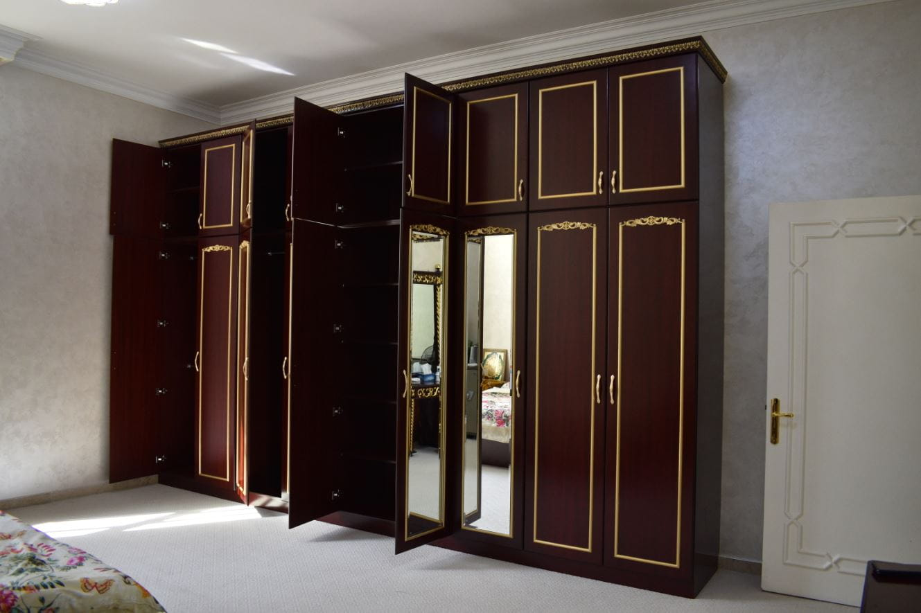 A huge 9 long doors and 9 small doors wardrobe made for master bedroom in villa located in Al Ain, Abu Dhabi.